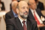 الرزاز يشيد بتبرع رئيس مجلس النواب بسماعات طبية للطلبة ضعاف السمع