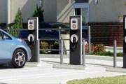 توقيع اتفاقية لبناء 10 الاف محطة شحن لسيارات الكهرباء في المملكة