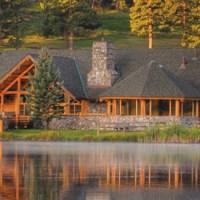 Casa de pe lac