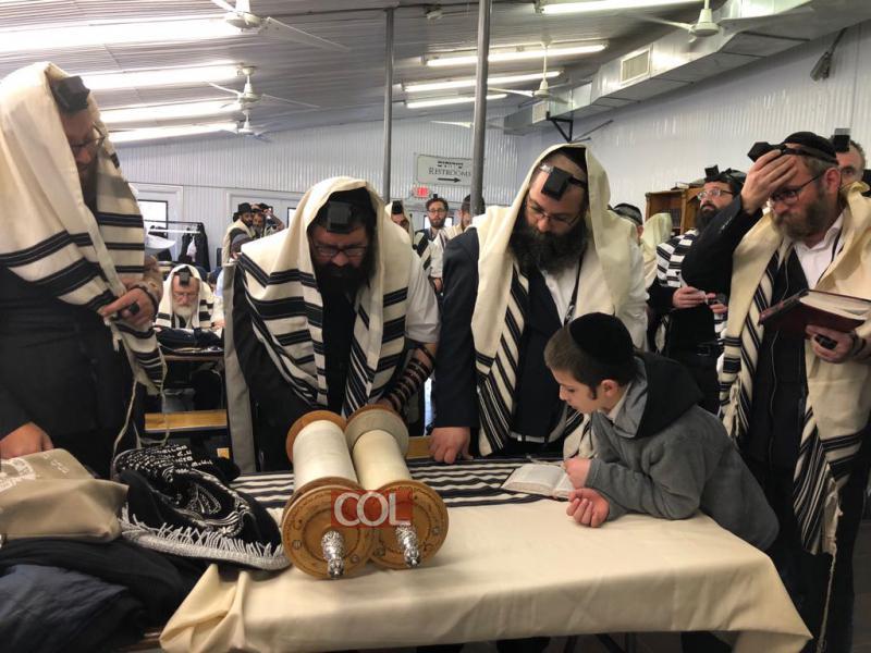 Le Rav Mickael Taieb chez le Rabbi avec un groupe de 50 habitants de Kfar Habad