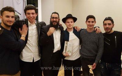 Nice : plus de 60 jeunes se réunissent à la Maison des Jeunes pour vivre un Tou Bichevat Hassidique