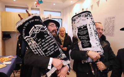 Inauguration d'un nouveau Sefer Torah au Beth Habad voltaire Paris 11