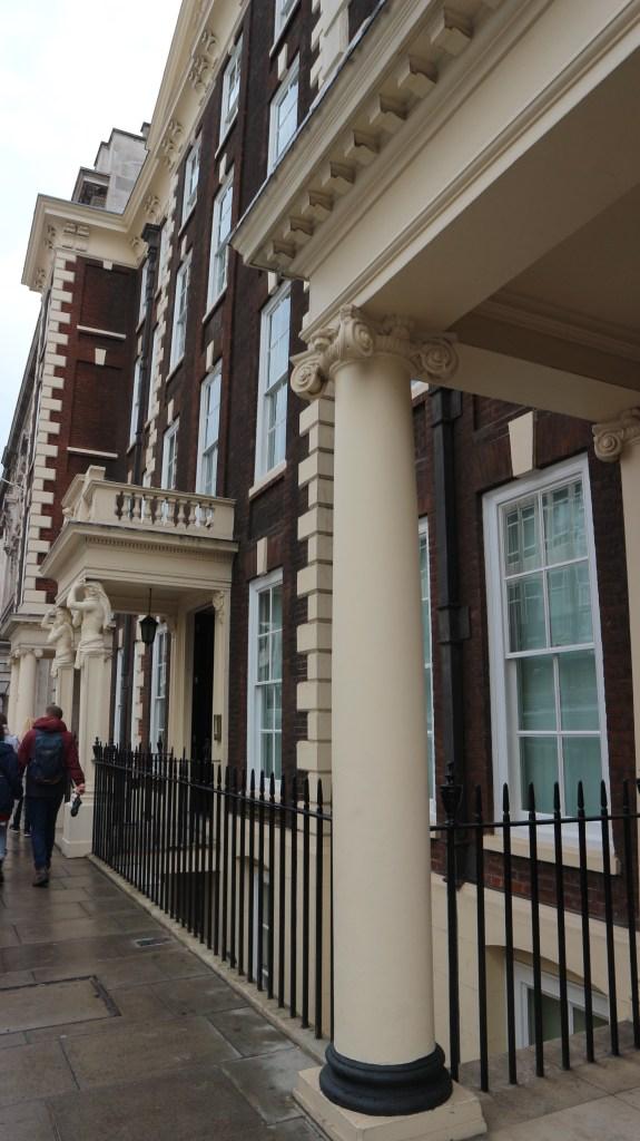 Pall Mall Street en Londres la calle de los clubes de los caballeros nobles