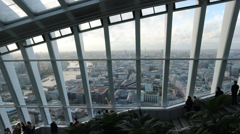 Rascacielos Sky Garden en la City de London en Londres