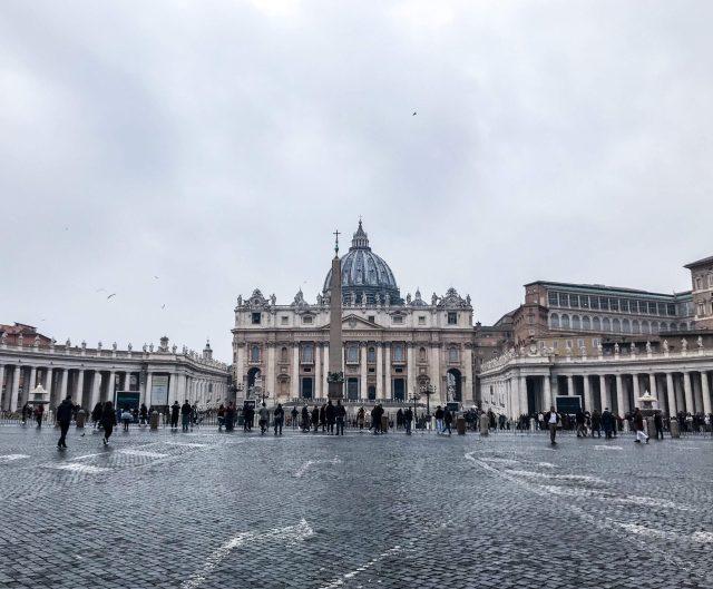 plaza San pedro iglesia san pedro Vaticano