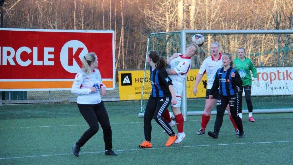 Damelaget:  tap  i  første  treningskamp