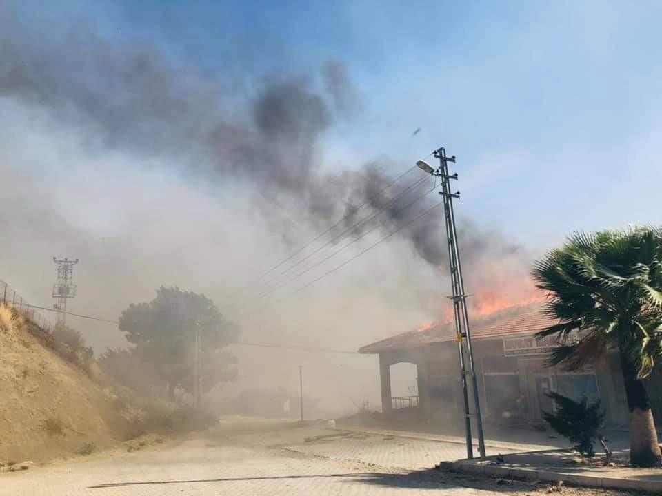 Hatay'daki orman yangını rüzgar nedeniyle kontrol altına alınamıyor