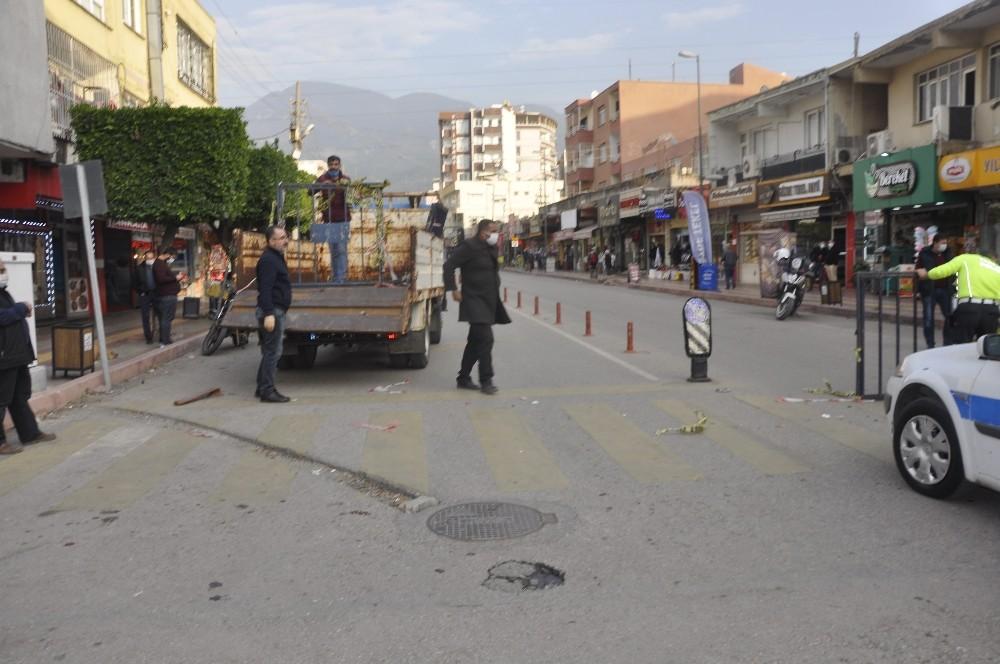 Payas'ın en işlek caddeleri yeniden trafiğe açıldı