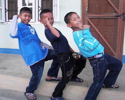 Hatemalo - Kinder Daumen hoch