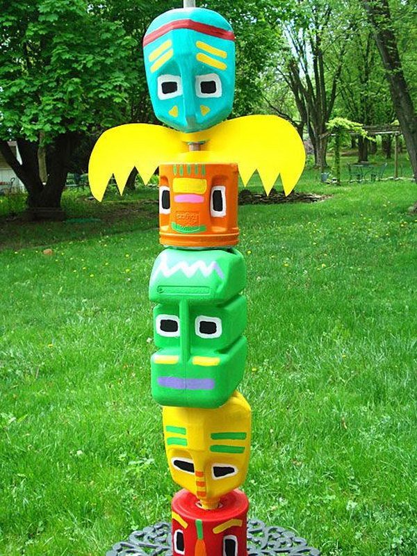 Learn how totem poles tell stories and commemorate special events with common symbols. Cool Totem Pole Craft Projects For Kids Hative
