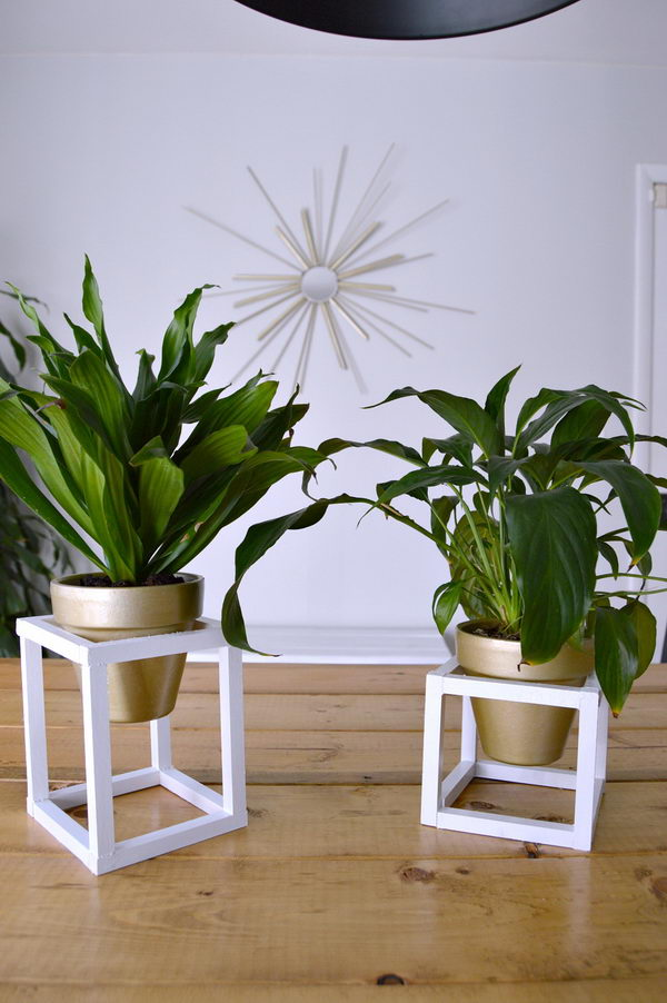 25+ DIY Plant Stands With Thrift Store Finds - Hative on Plant Stand Ideas  id=30398