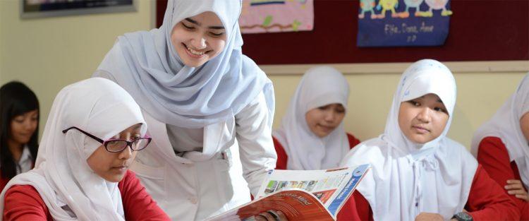 Adab-Adab Belajar Di Sekolah, Di Rumah + Adab Belajar Mengaji dan Adab Bermain