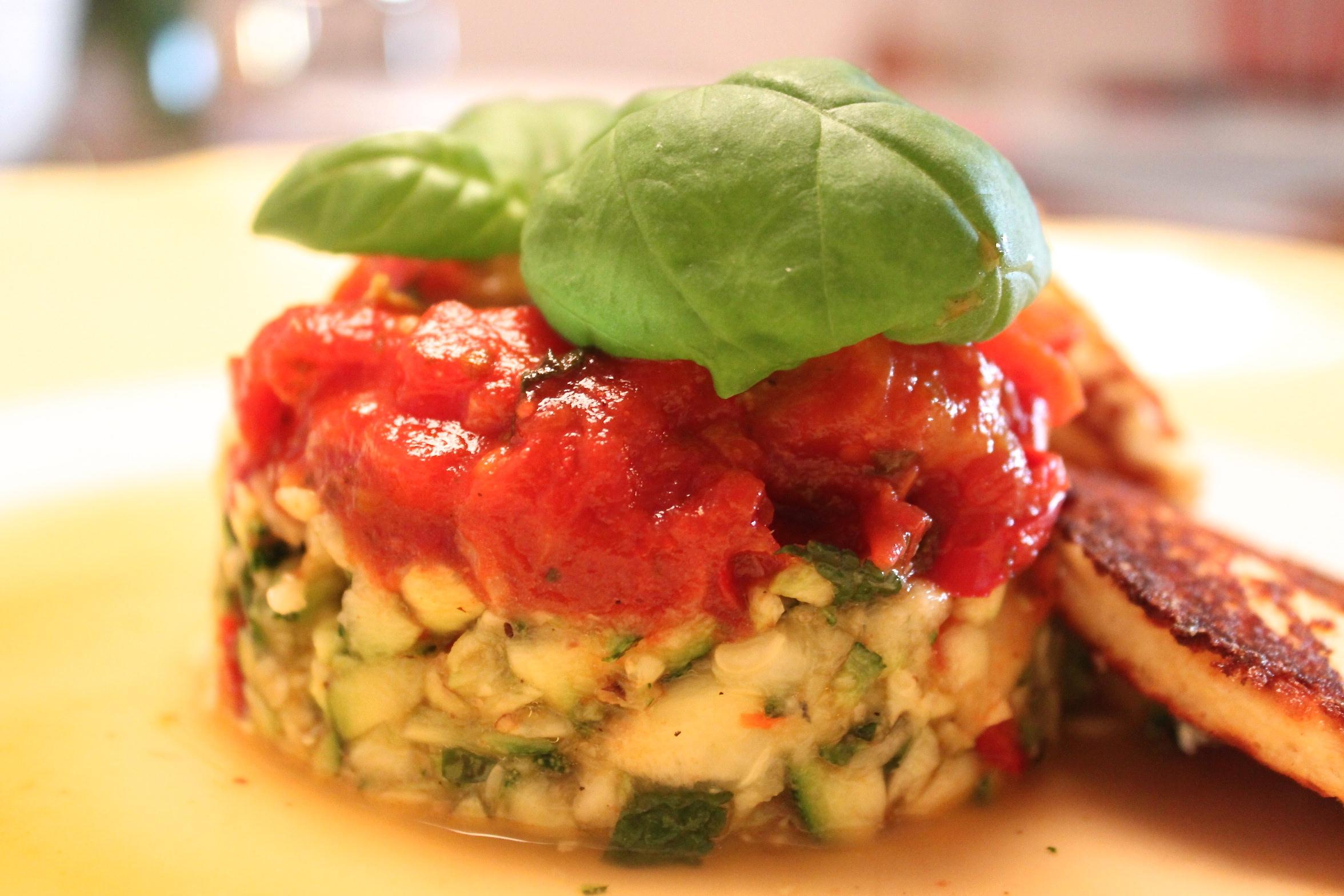 Ricotta Küchlein Rezept Mit Tomatensoße Und Zucchinisalat