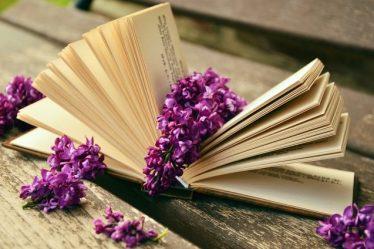 Quà sách tặng bạn gái