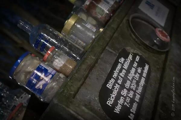 3h55. Container à verre usagé