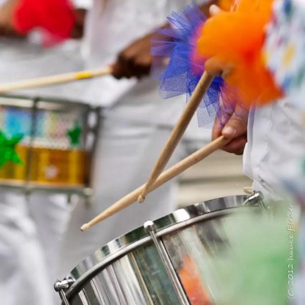 ... des tambourins ...