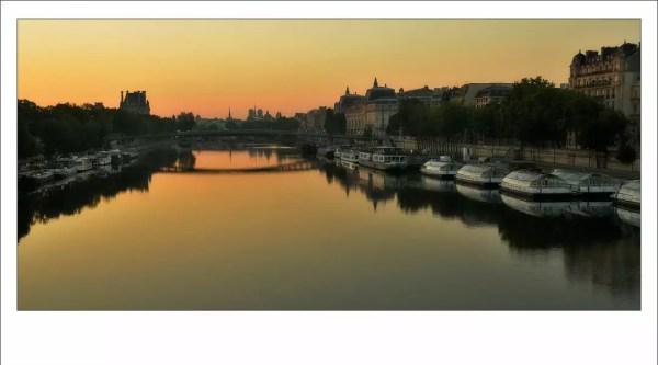 La tranquilité d'un petit matin. Sur la gauche les espaces des jardins des Tuileries