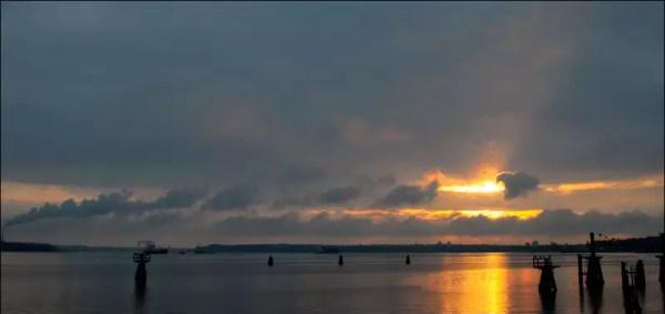 le soleil se couche sur la baie de Friedrichsort