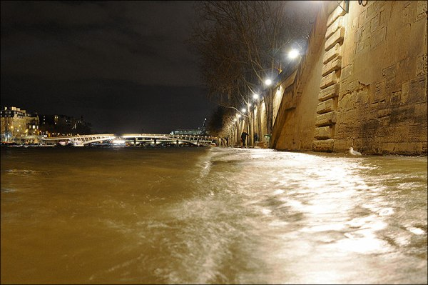 La Seine est en crue, Quai des Tuileries, Paris 1er