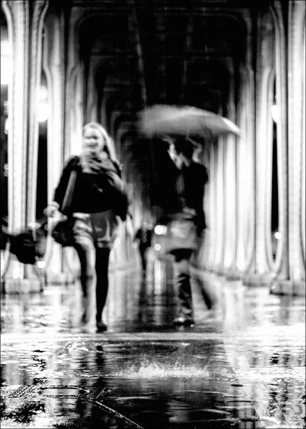 sous la pluie. Pt de Bir-Hakeim, Paris.
