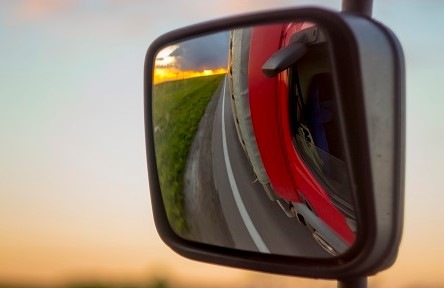 Image of a truck's near-side mirror that is used to assist the driver in managing his blind spot