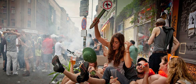 Stimmung in der Oranienstrasse - der erste Mai in Berlin