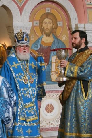 Архиепископ Феофан и диакон Илья Кокин (справа)
