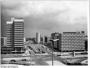 ADN-ZB Lieber-24.8.72 Berlin: Blick auf die Neubauten in der Karl-Marx-Allee - Nähe Alexanderplatz. In der Mitte des Bildes sieht man die Hans-Beimler-Straße.