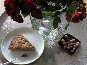 Ein Stück Kuchen unter Blumen Hausfrauenmethode