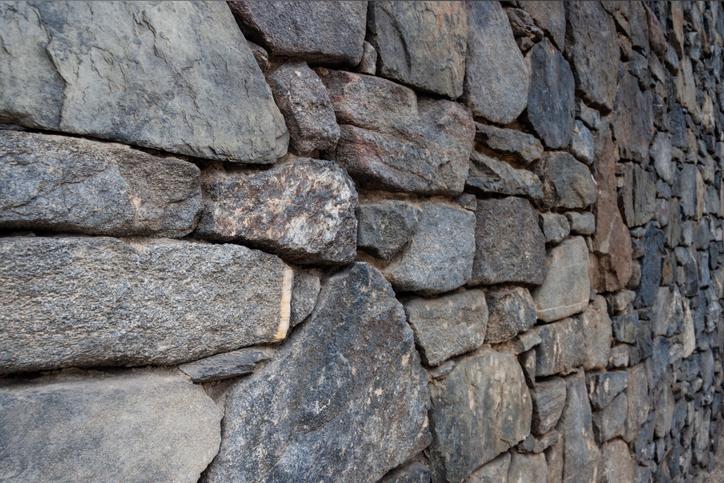 Bruchsteinmauer abdichten » Wie wird's gemacht?