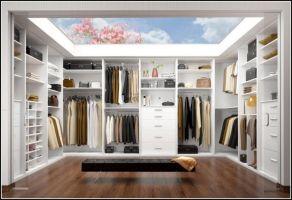 Kleines Schlafzimmer Mit Begehbarem Kleiderschrank ...