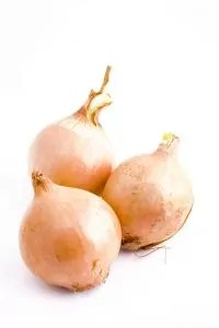 Omas altes Hausmittel für leichte Verbrennungen: Zwiebeln