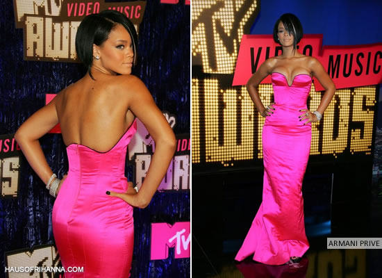 Rihanna at the MTV Video Music Awards 2007 wearing a pink gown by Armani Prive