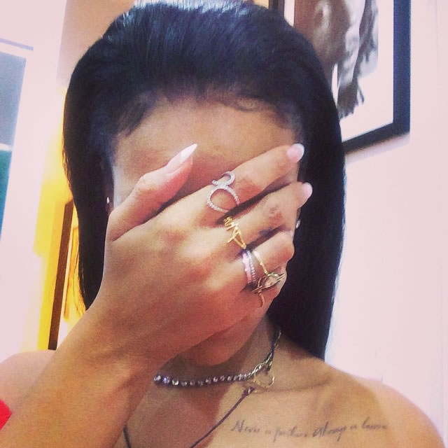 Rihanna wearing Alex Mika Phuck ring and Infinity ring