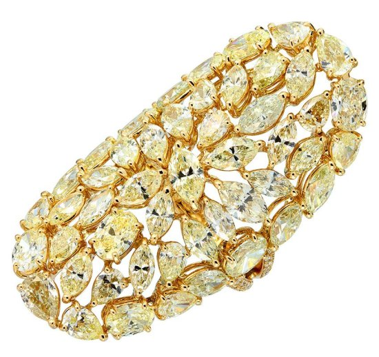 Etho Maria yellow diamond ring from the Vibrant collection as seen on Rihanna DJ Khaled Wild Thoughts music video