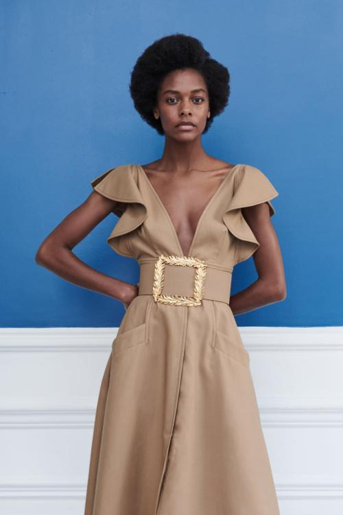 Oscar de la Renta Resort 2019 wide belt as seen on Rihanna