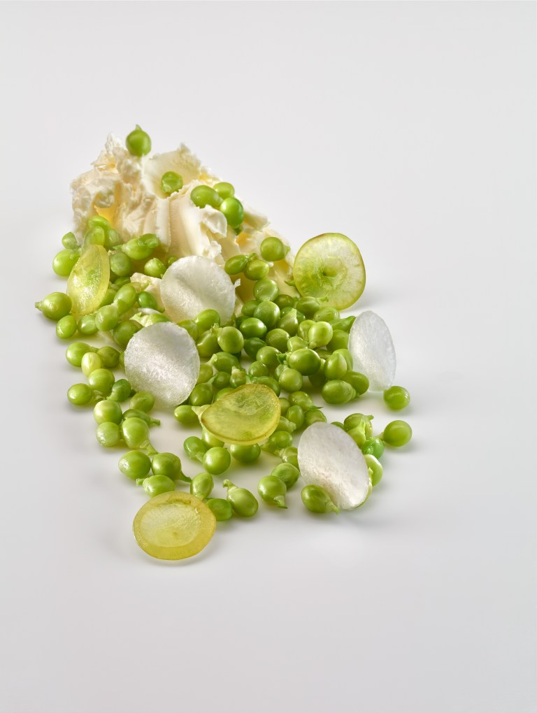 """Lágrima"" peas, grape and iced olive oil. Photo: José Luis López de Zubiria"