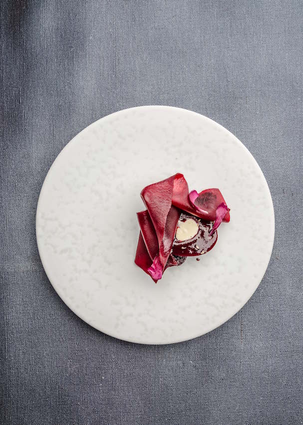 Beetroot x anise seeds x smoked clotted cream Photo: Jürgen Grünwald