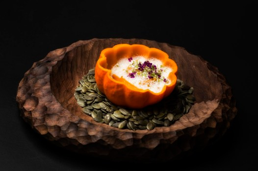 Feitoria_ ab¢bora queijo topo de sao jorge e alho BRANCO (33) com BORDO (Large)