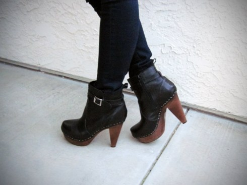 An Dyer Christmas on the Prado Outfit NYLA Boots
