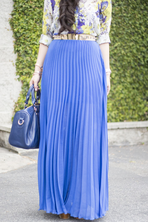 An Dyer wearing Bebe Pleated Long Skirt Maxi Skirt in Cobalt bLUE, Sole Society Kaylin Navy Bag, Zara Blue Floral Blouse, Asos Studded Plate Belt