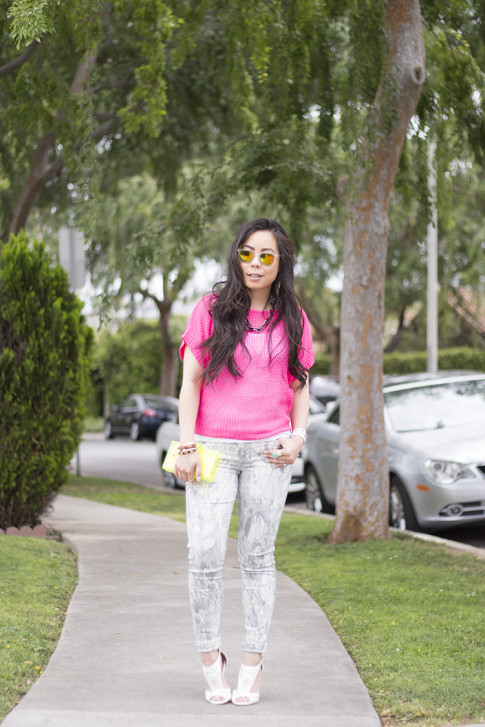 An Dyer wearing Bleulab Marble Tie Dye Jeans, shoedazzle mckinley, jewelmint Shadow Link Necklace, Zara Neon Yellow Box Clutch