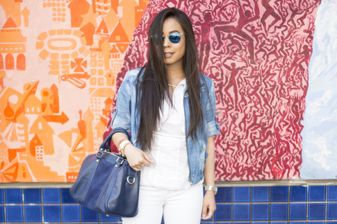 An Dyer wearing True Religion Brooklyn Flap Pocket White Skinny Jeans, Michael Stars  Blouson Hem Peasant Top, StyleMint Manor Tie Dye Denim Jacket, SoleSociety Kaylin Navy Bag in San Francisco Haight Street Style