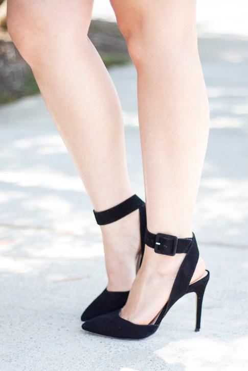 An Dyer wearing ShoeMint Lola Pumps Black Suede