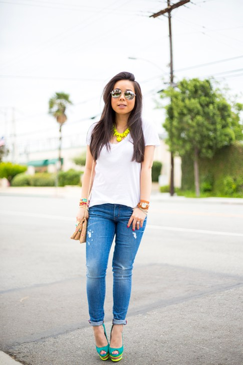 An Dyer wearing ShoeDazzle Jaleen Green, Rich & Skinny Clinton Ankle Peg Jeans, ShopLately Glint & Gleam Neon Necklace & multicolor Cork Clutch, La mer Collections Watch, Mirrored Sunglasses, Michael Stars