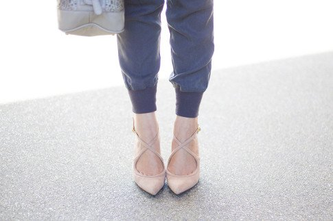 An Dyer wearing Sole Society Karenza Pumps in Nude Suede