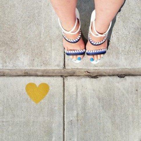 Foster Grant Aviators | Louis Vuitton Louise Clutch | Michael StarsBeachComber Top | Bebe Print Mini Skirt | ShoeDazzle Takara Sandals