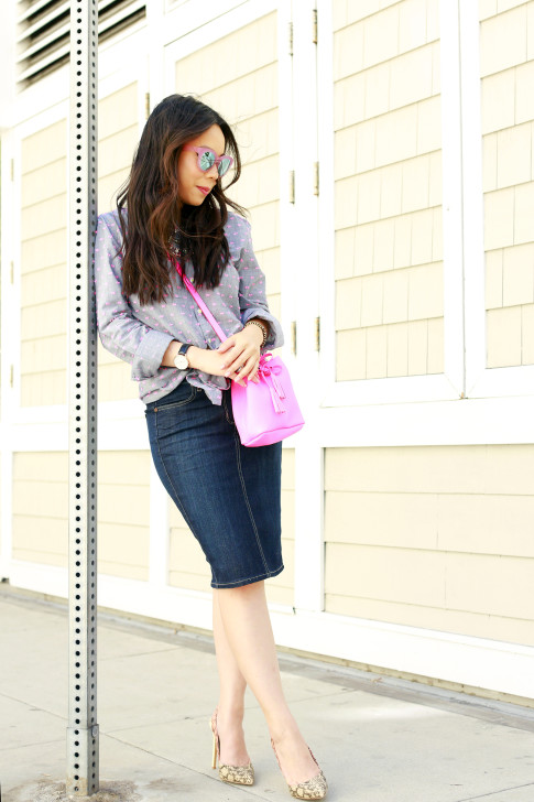 An Dyer wearing Splendid Shoreside Dot Shirt, CJ By Cookie Johnson Denim Skirt, TOMS Travelers Pink Mirror Sunglasses, Schaffer LA Pink Mini Bucket Bag