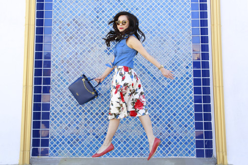 Blogger Jumping