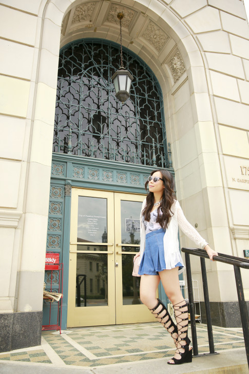 An Dyer wearing Forever 21 Pleated Denim Shorts and Shoedazzle Gladiator Wedge Sandals